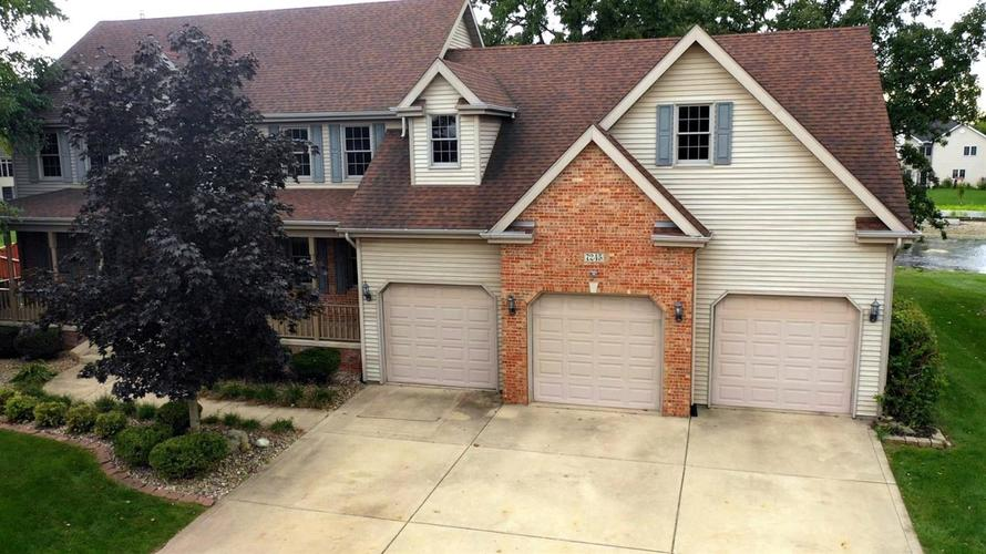 7245 E 106th Avenue Crown Point, IN 46307 | MLS 443804 | photo 2