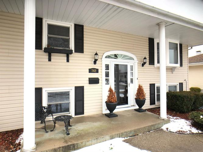 742  Oday Drive Griffith, IN 46319 | MLS 448676