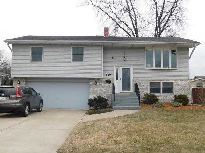 609 E Pine Place Griffith, IN 46319 | MLS 450749