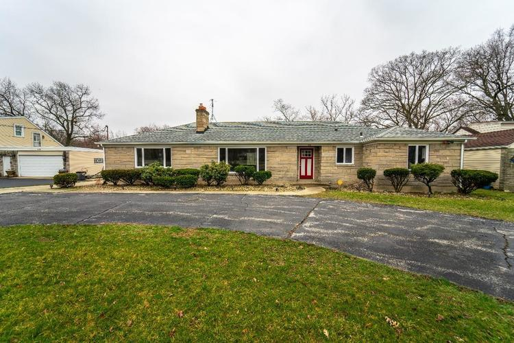 1111  Lakeview Drive Schererville, IN 46375 | MLS 452727