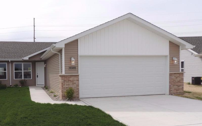 421 W 85th Drive Merrillville, IN 46410 | MLS 454525 | photo 1