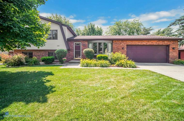 8892  Clark Place Crown Point, IN 46307 | MLS 458480