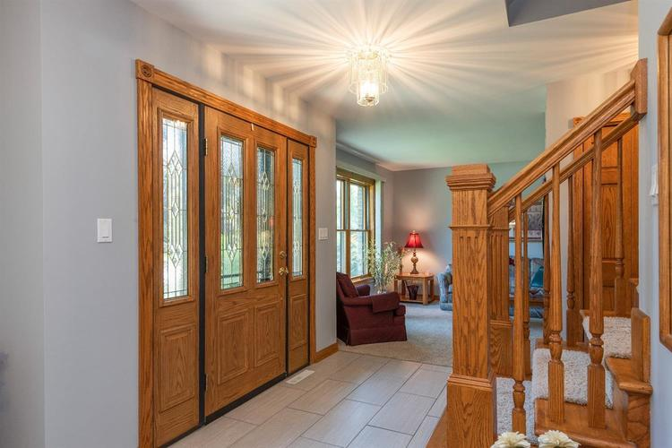 10104 Windfield Drive Munster, IN 46321 | MLS 460512 | photo 2