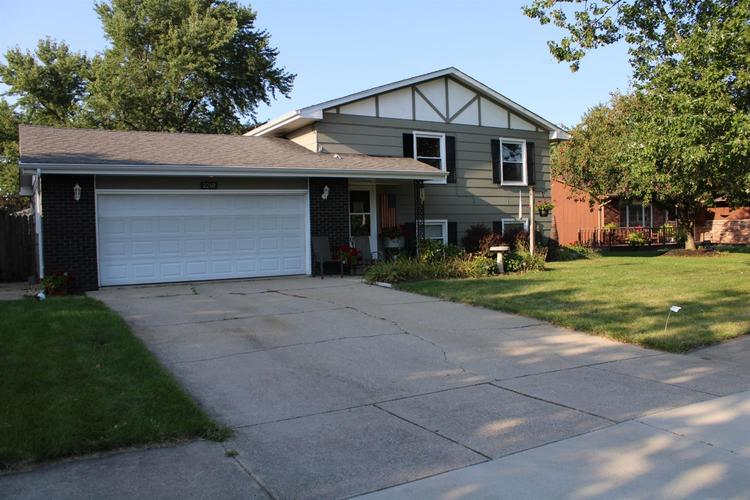2240 W 95th Avenue Crown Point IN 46307 | MLS 461379 | photo 1