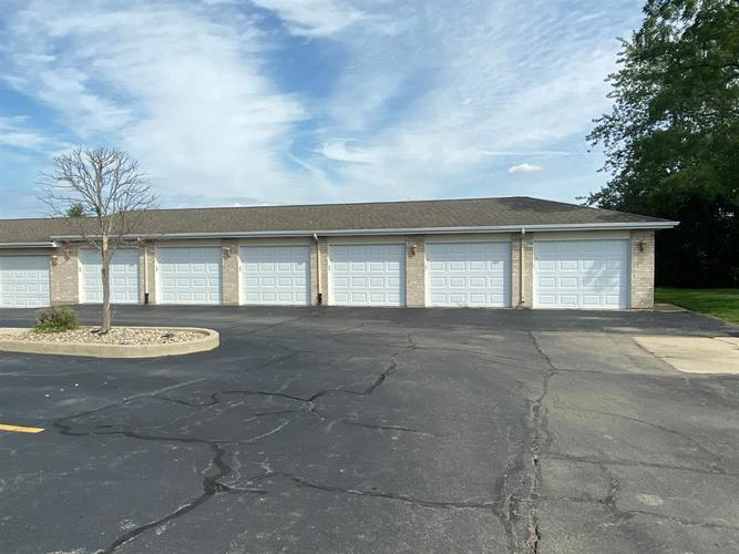 2001 W 75th Place #16 Merrillville, IN 46410 | MLS 463569 | photo 3
