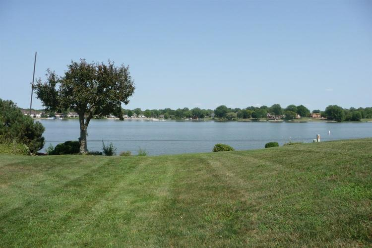 3948 S Lakeshore Drive Crown Point IN 46307 | MLS 470883 | photo 5