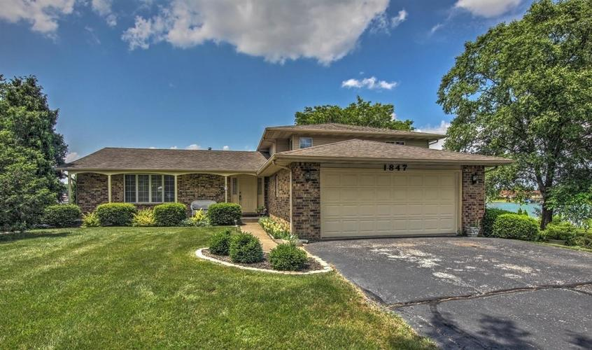 1847 Forest Lane Crown Point IN 46307 | MLS 471030 | photo 1