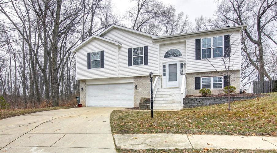 810 Galway Drive Valparaiso, IN 46385 | MLS 471616 | photo 1