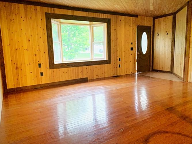 642 N Colfax Street Griffith IN 46319 | MLS 474520 | photo 2