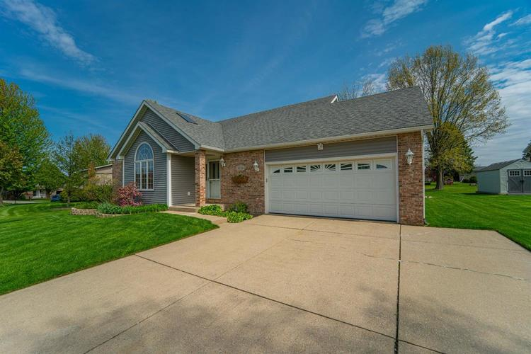 3024 Sunrise Drive Crown Point IN 46307 | MLS 474582 | photo 2