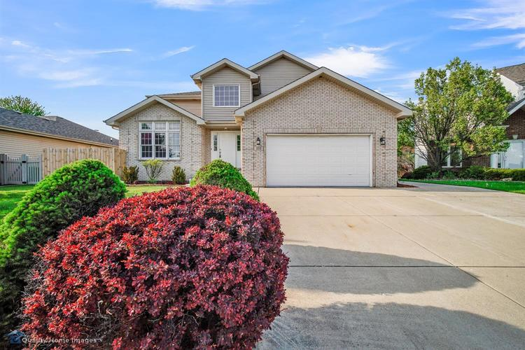 233 Valley View Lane Dyer IN 46311 | MLS 474647 | photo 1