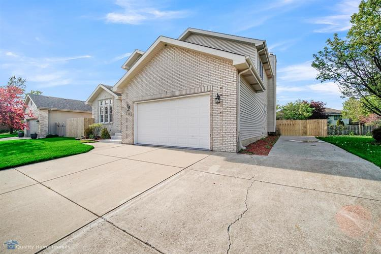 233 Valley View Lane Dyer IN 46311 | MLS 474647 | photo 2