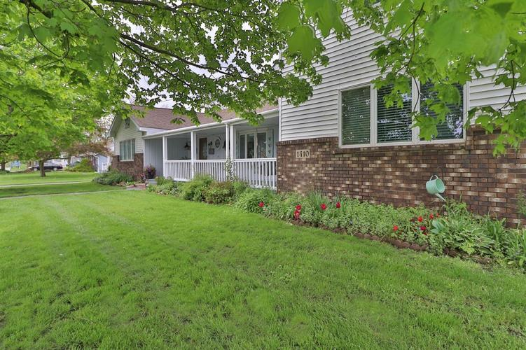 1410 E North Street Crown Point IN 46307 | MLS 474754 | photo 2