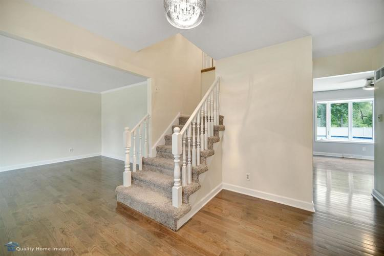 2539 Castlewood Drive Dyer IN 46311 | MLS 476929 | photo 2