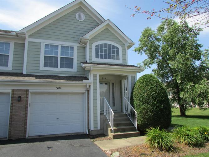 924 Boxwood Drive Munster IN 46321 | MLS 477744 | photo 2
