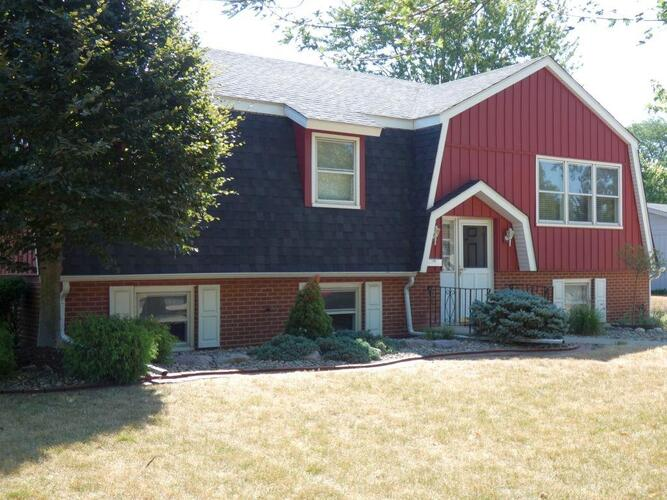 1519 N Woodlawn Place Griffith, IN 46319 | MLS 482634