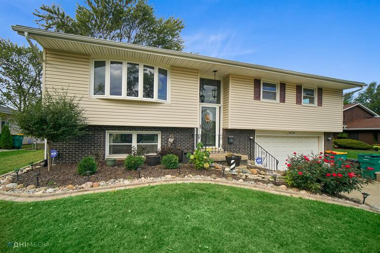 9536  Northcote Avenue Munster, IN 46321 | MLS 482548