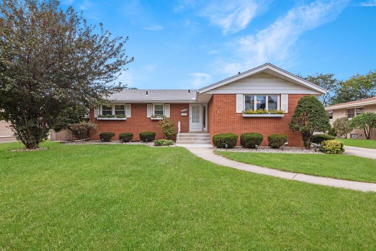 8440  Forest Avenue Munster, IN 46321 | MLS 482972