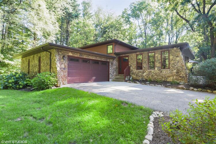 751 N 400  Valparaiso, IN 46383 | MLS 482915