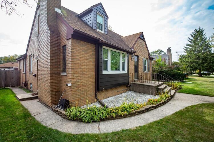 228  Beverly Place Munster, IN 46321 | MLS 483296