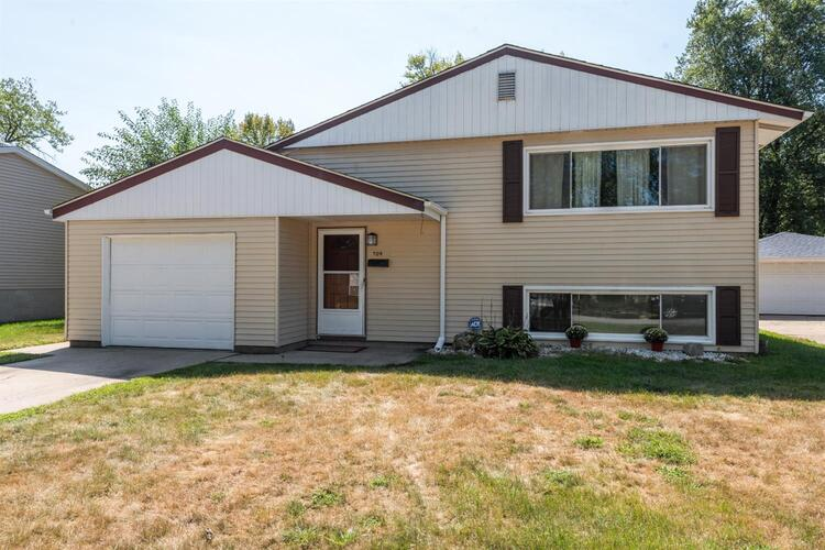 709 E 40th Place Griffith, IN 46319 | MLS 483944