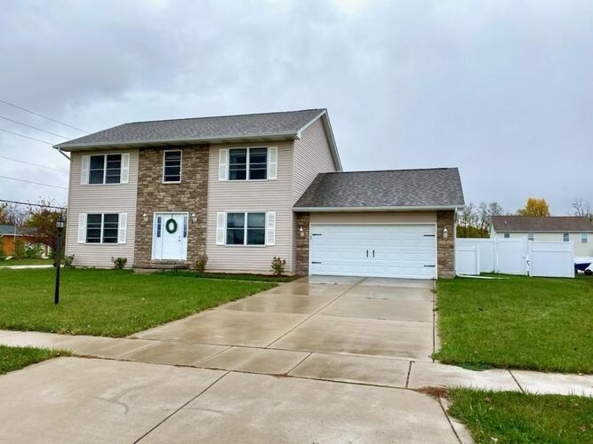 202  Eagle Ridge Drive Valparaiso, IN 46385 | MLS 484079