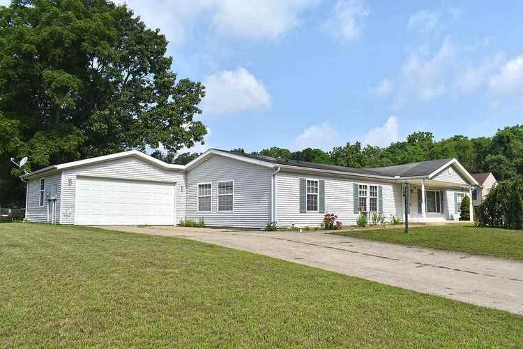 15285  Mary Wade Drive Bristol, IN 46507-8221 | MLS 201830844