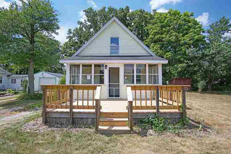 55305 Woodland Avenue South Bend, IN 46628 | MLS 201832219 | photo 1