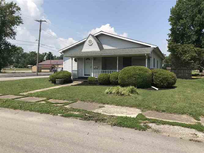401 E White River Ave.  Bicknell, IN 47512 | MLS 201833217