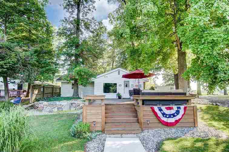 2650 S Lakeside Drive Albion, IN 46701-9457 | MLS 201833821
