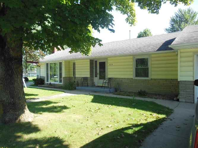 404 E Pickwick Drive  Syracuse, IN 46567 | MLS 201835176