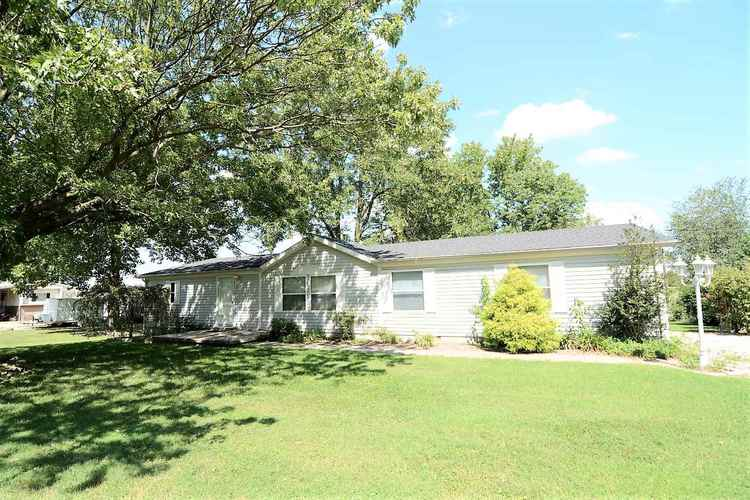 632 E Eisenhower Lane Haubstadt, IN 47639 | MLS 201839928