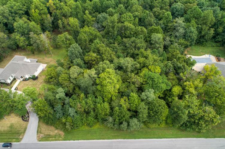 8640 S Waterford Drive Mount Vernon, IN 47638 | MLS 201841248