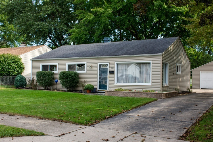 1214 DENNIS DR. South Bend, IN 46614-2735 | MLS 201842515 | photo 1