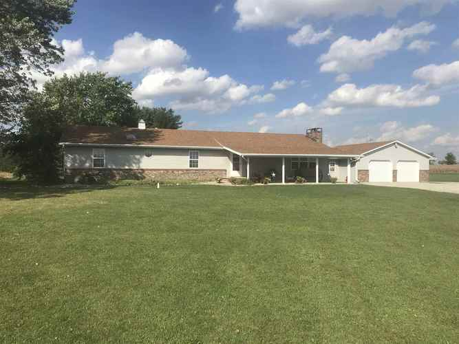 12560 E 225 S.  Akron, IN 46910-9703 | MLS 201845109