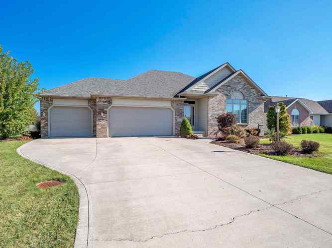 9305  Bobcat Trail Leo, IN 46765 | MLS 201847058