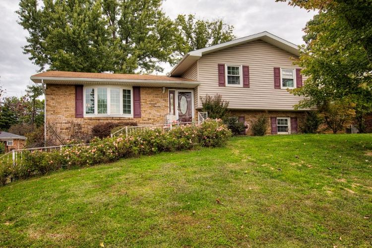 1308  Macray  Boonville, IN 47601 | MLS 201847525