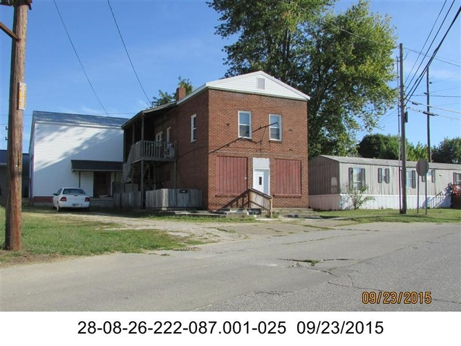 140  Mill Street Bloomfield, IN 47424 | MLS 201848200