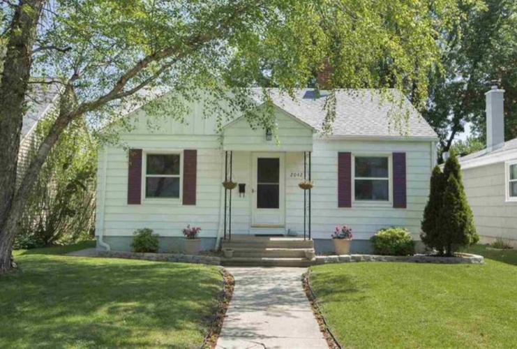 2042 Hollywood Place South Bend, IN 46616-2113   MLS 201848668   photo 1