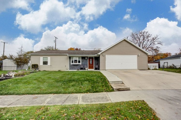 5425  N Stony Run Lane Fort Wayne, IN 46825 | MLS 201849576
