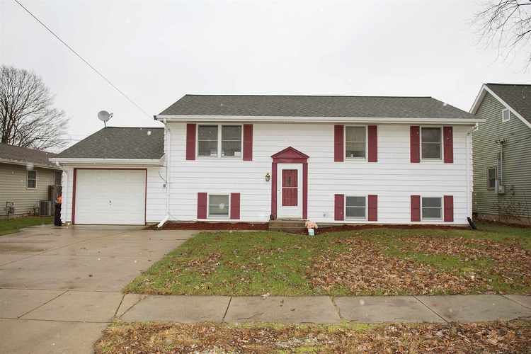 818 S Wood Street Brookston, IN 47923-8116 | MLS 201852023