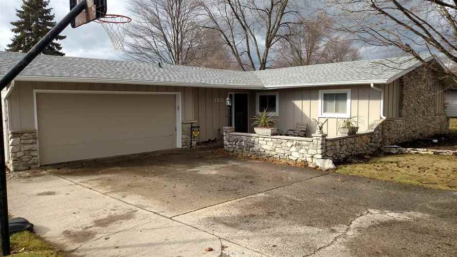 1211  Lake Forest Drive Fort Wayne, IN 46815 | MLS 201852551