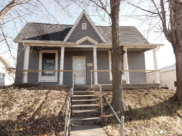 315  Broadway Street Oakland City, IN 47660-1303 | MLS 201901270