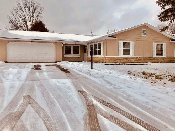 1809  Embassy Drive Fort Wayne, IN 46816-3721 | MLS 201902184
