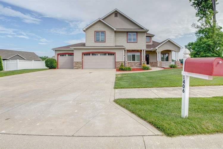 1406  River Cove Drive Osceola, IN 46561 | MLS 201903475