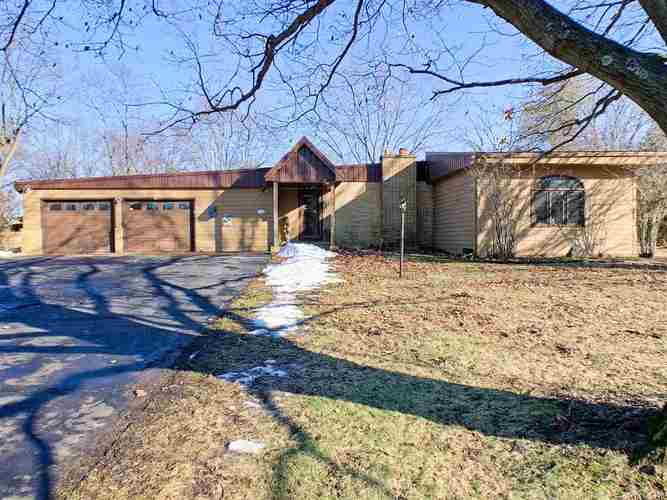 2136 N West Raintree Drive New Castle, IN 47362-5072 | MLS 201903779