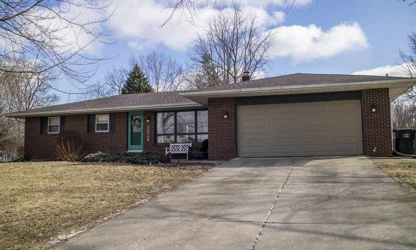 1104 N Hiawatha Drive Syracuse, IN 46567 | MLS 201904470