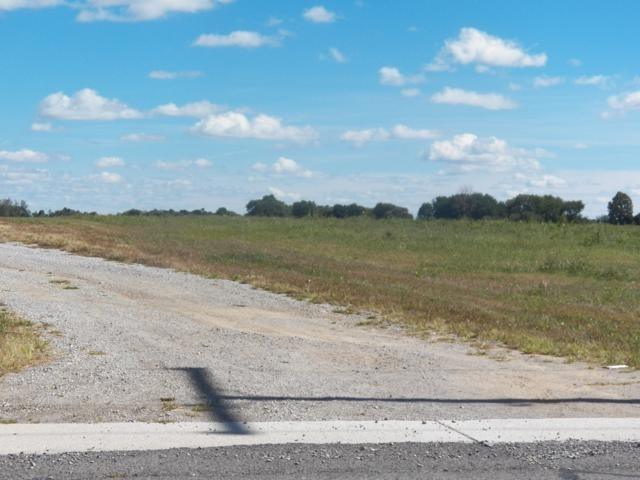 59238  State Road 13  Middlebury, IN 46540   MLS 201905657
