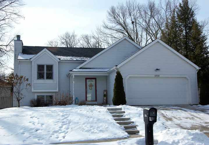 1818  Eagle Point Court South Bend, IN 46628-4000 | MLS 201905930