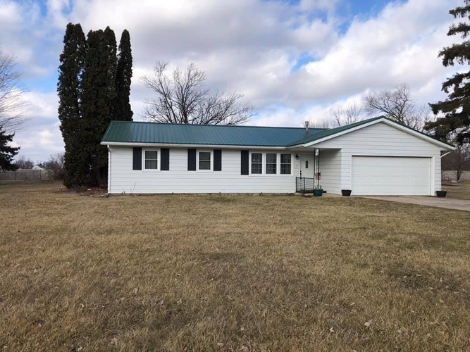406 W Harrison Street Mentone, IN 46539 | MLS 201906445